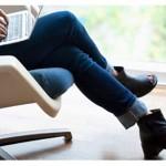 انداختن پاها روی هم هنگام نشستن چه عوارضی دارد؟